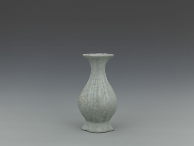 A Celadon Glazed Icy Crackle Bamboo Necked Bottle Vase (Lot Number 1618)