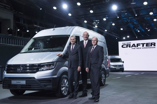 Presentation of the new Crafter: Dr. Eckhard Scholz (Chief Executive Officer of the Volkswagen Commercial Vehicles Board of Management), Jens Ocksen (CEO Volkswagen Poznan), Dr. Harald Ludanek (Member of the Board of Management for Technical Development at Volkswagen Commercial Vehicles) (from left to right) (PRNewsFoto/Volkswagen Commercial Vehicles)