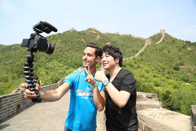 The First Official Great Wall Hero Sawyer Hartman Takes Selfie with Lang Lang on the Great Wall