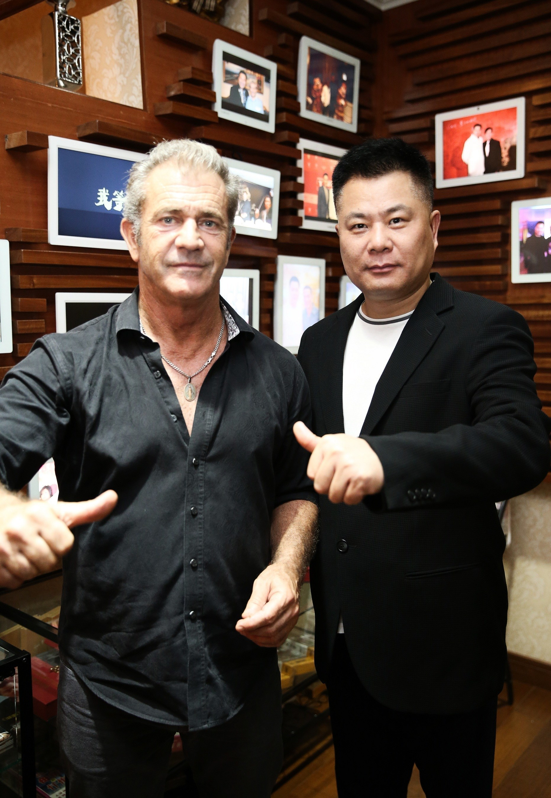 Chinese producer Dr. Shi Jianxiang and American actor and filmmaker Mel Gibson at the press conference of 3D war movie The Bombing: Gibson joins the project as the art director.