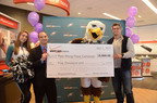 (L to R) Philadelphia Eagles Cheerleader Alicia Marie, Verizon Wireless Philadelphia Tri-State Regional President Rob Miller, Eagles mascot Swoop and Eagles tight end, Brent Celek present a $5,000 check from Verizon Wireless to kick off the Pass Along Hope campaign. For every tweet using #EaglesVZWHope or phone donated, Verizon Wireless will donate $1 up to $15,000 to raise money through the HopeLine program to support area domestic violence shelters and organizations.  (PRNewsFoto/Verizon Wireless)