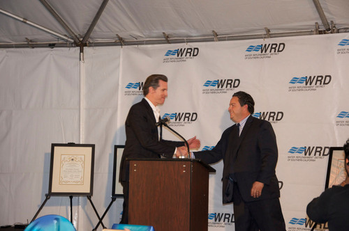 Newsom and Robles at State of the District.  (PRNewsFoto/Water Replenishment District of Southern California)