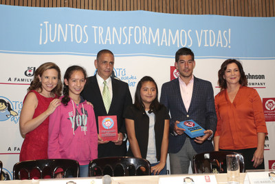 Participants at the donation announcement include, from left to right; Catalina Beltran Silva, General Manager at Dibujando un Manana Foundation, Nashira, Luis Manuel Hernandez Rojas, General Manager at SC Johnson Mexico and Central America, Montse, Manuel Lopez San Martin, event host and Andrea Gonzalez Benassini, President at Dibujando un Manana Foundation. photo courtesy SC Johnson