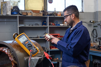 Technicians can use the 1587 FC in conjunction with the free Fluke Connect app to record and store measurements, then combine measurement data from multiple Fluke Connect test tools to create and share reports from the job site via email and collaborate in real time with other colleagues with ShareLive(TM) video calls, increasing productivity in the field.