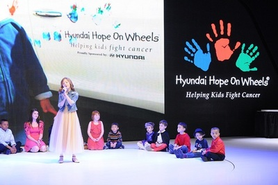 Lexi Walker performs at Hope On Wheels launch presentation (PRNewsFoto/Hyundai Hope On Wheels)
