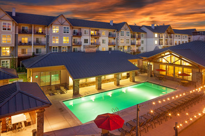 Eddyline's resort-inspired pool deck with Bocce ball, market lighting, and access to the lodge-style amenity center