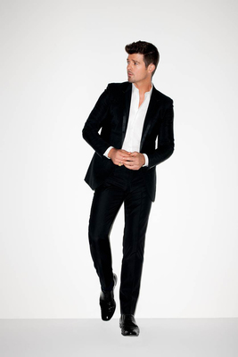 Robin Thicke to Perform at EXPRESS Times Square Grand Opening Event