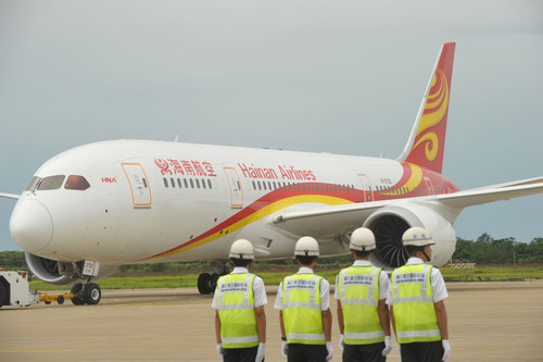 "On 7 July at 11 a.m., Hainan Airlines' first 787 Dreamliner aircraft successfully arrived in Haikou. At the welcoming ceremony, Hainan Airlines simultaneously kicked off the ""Fly Your Dreams"" program, during which the leader handed out hundreds of 787 Dreamliner air tickets to graduating college students, model workers as well as ordinary citizens free of charge. It will help them to fulfill their dreams.  (PRNewsFoto/Hainan Airlines)"