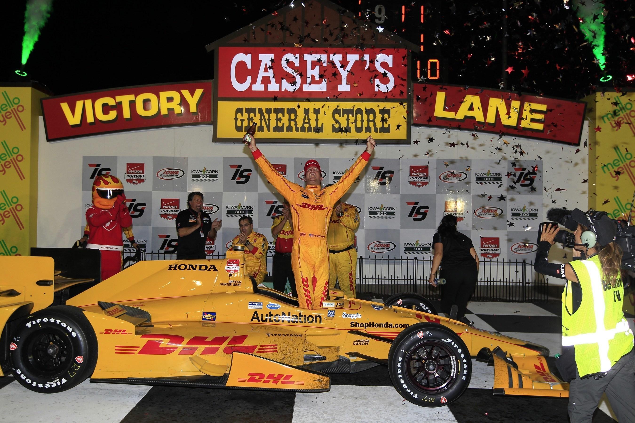 Ryan Hunter-Reay drove his Andretti Autosport Honda IndyCar to victory Saturday night at Iowa Speedway