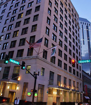The Courtyard Nashville Downtown is the perfect hotel to stay at to take in all the sights and sounds of Music City. The downtown Nashville hotel is right in the middle of Nashville's Arts District and just a few blocks from The Country Music Hall of Fame and Museum. The hotel is also by Bridgestone Arena, home of the 47th annual Country Music Association Awards to be held Nov. 6, 2013.  (PRNewsFoto/Courtyard Nashville Downtown)