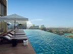 Infinity Pool at the top of the Paramount Tower Hotel  Residences-Dubai (PRNewsFoto/Qfang and DAMAC Properties)