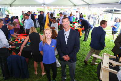 Kacey Sanfilippo, Associate Director at Boston Cares, joins John McDonough, Head of Distribution at OppenheimerFunds, for an employee volunteer event during OppenheimerFunds' Distribution Symposium in Boston.
