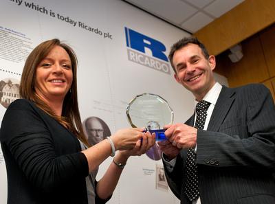 Rebecca Rubio presents Jon Andersson with award trophy.  (PRNewsFoto/InterRegs)