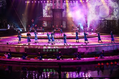 "Tourists Immersed in the Live Performance ""Zhouzhuang in Four Seasons"" in April with Local Residents"