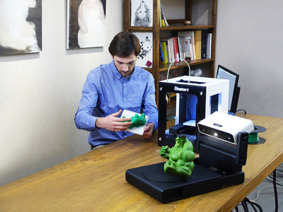 SHINING 3D EinScan-S: The world's first white light desktop 3D Scanner; fast, accurate, safe white light 3D scanner for creative 3D printing applications.