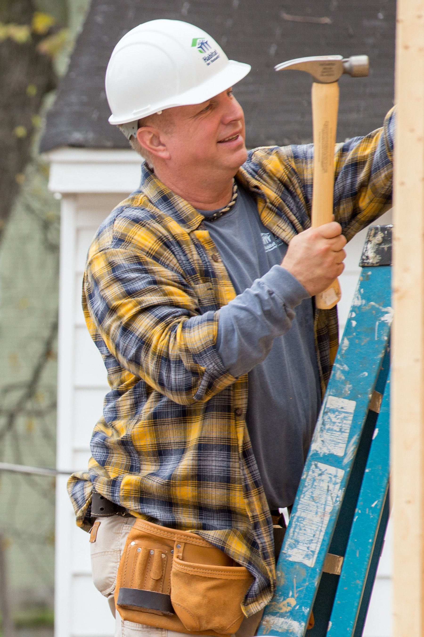 Country music stars Garth Brooks and Trisha Yearwood, along with former President Jimmy Carter and former first lady Rosalynn Carter, helped build a home today in Memphis, Tennessee, and joined Habitat for Humanity in announcing its 33rd Carter Work Project, which will take place in the city's Uptown neighborhood, Aug. 21-27, 2016.