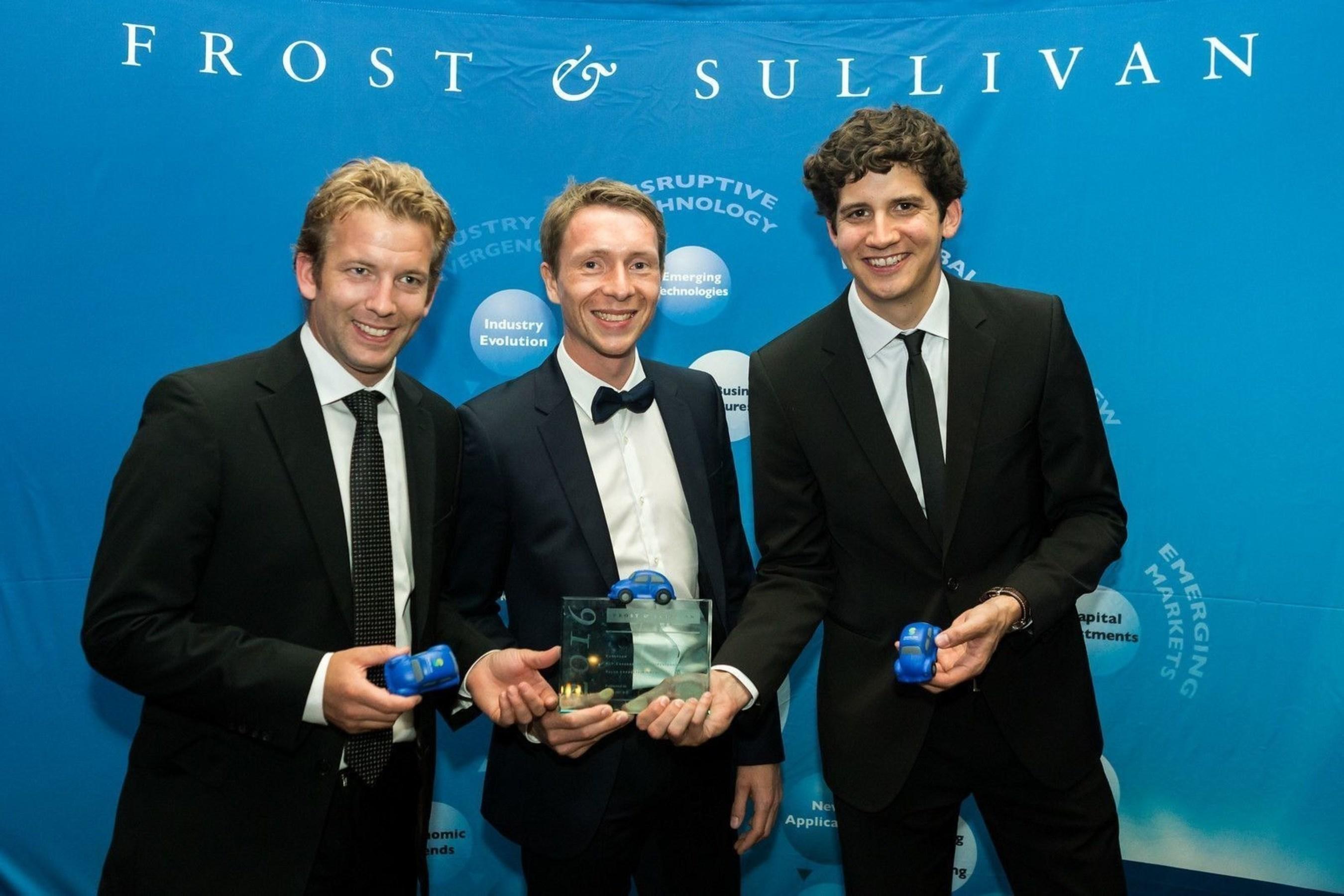 sharoo receives European P2P Carsharing Price/Performance Value Leadership Award 2016. sharoo at the Award Ceremony - June 2016. (PRNewsFoto/sharoo ag)