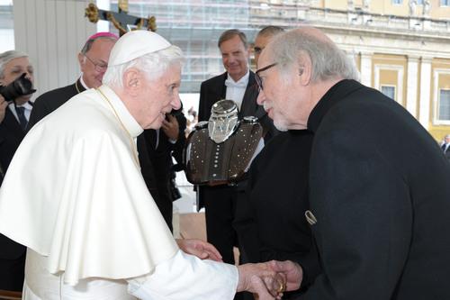 Harley-Davidson et le pape Benoît XVI fêtent le 110e anniversaire du constructeur