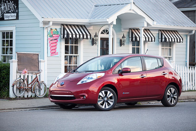 Nissan Plugs Electric LEAF Into Certified Pre-Owned Vehicles Program. (PRNewsFoto/Nissan North America) (PRNewsFoto/NISSAN NORTH AMERICA)
