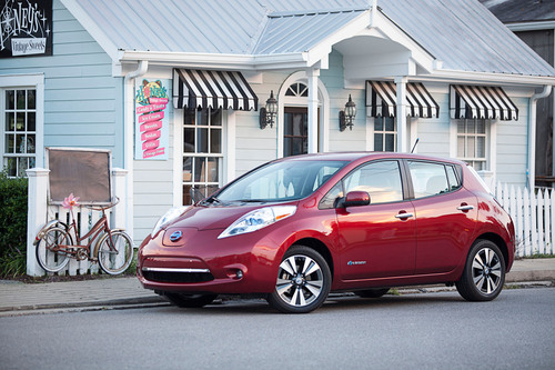 Nissan Plugs Electric LEAF Into Certified Pre-Owned Vehicles Program. (PRNewsFoto/Nissan North America) ...