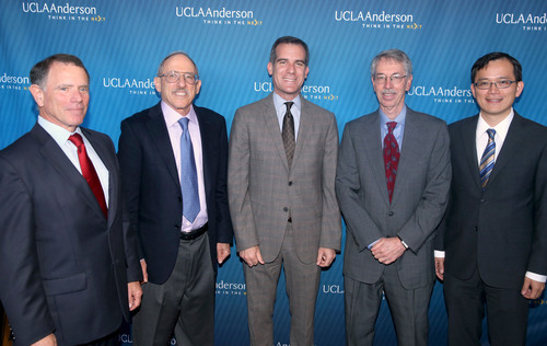 Los Angeles Mayor Eric Garcetti (center) with UCLA Anderson Forecast economists (left to right) Jerry Nickelsburg, David Shulman, Ed Leamer and William Yu on April 2, 2014.   (PRNewsFoto/UCLA Anderson School of Management)