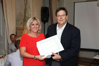 Serena Arrighi from BNova, Italy, receiving the 2013 Pentaho Partner of the Year Award from Rod Squires, EVP of Worldwide Sales at Pentaho.  (PRNewsFoto/Pentaho)
