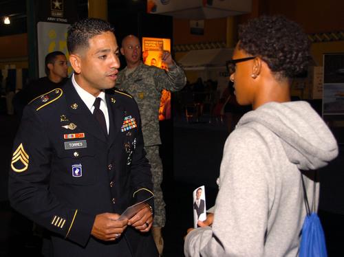 El U.S. Army promueve la educación durante el Mes de la Hispanidad, a través de asociaciones con