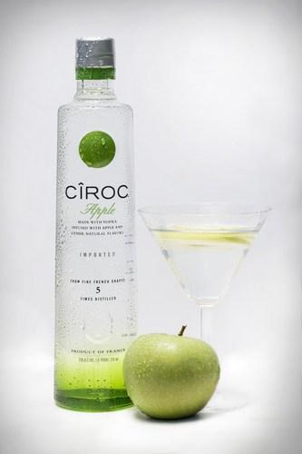 Los creadores de CIROC(TM) Ultra Premium Eligen Un Nuevo Sabor de Vodka, CIROC(TM) APPLE, Infusionado con ...