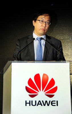 Zou Zhilei, President of Carrier Business Group, Huawei, gives the opening speech at the summit