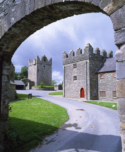 Northern Ireland's Castle Ward, shoot location of numerous Game of Thrones scenes.  (PRNewsFoto/Crystal Cruises, National Trust Images)