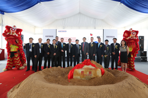 Senior Officers and executives from Huntsman Polyurethanes Shanghai attended an inauguration ceremony for the new MDI splitter at the Caojing, China site on Wednesday July 2nd. Huntsman Board Director, Jon Huntsman Jr.; President and CEO, Peter Huntsman; and Huntsman Polyurethanes President, Tony Hankins, joined the celebrations. (PRNewsFoto/Huntsman Corporation)