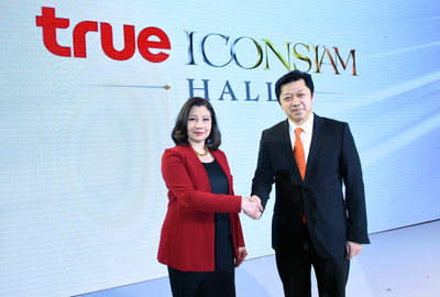From left; Mrs. Chadatip Chutrakul, Director of ICONSIAM Co., Ltd joined force with Mr. Suphachai Chearavanont, Chief Executive Officer of True Corporation Plc to build True ICONSIAM Hall as the first world-class ultra-hybrid venue in Thailand