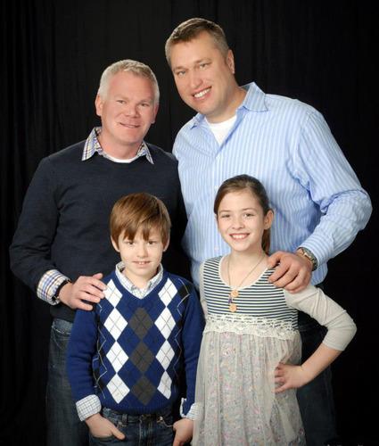 Family Picture.  (PRNewsFoto/Lee Neubecker)