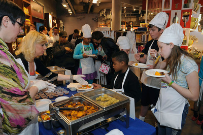 Local Baltimore children taste healthy restaurant dishes for the Kids Recipe Challenge, a nationwide contest from the National Restaurant Association sponsored by McCormick For Chefs.  (PRNewsFoto/National Restaurant Association)