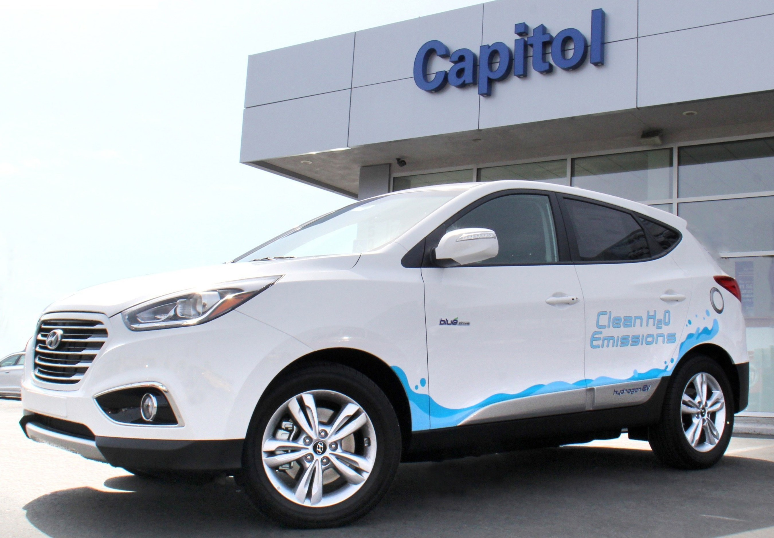 Capitol Hyundai of San Jose, California, a proud member of the Del Grande Dealer Group, delivered the first zero-emissions Hyundai Tucson Fuel Cell hydrogen electric vehicle in the Northern California region today.