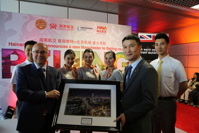 Hainan Airlines President Xie Haoming and Manchester Airport CEO Charlie Cornish exchange gifts