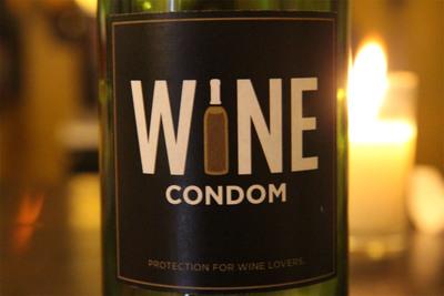Wine Condom Logo.  (PRNewsFoto/WINE CONDOM)