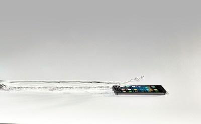 P2i celebrates coating 100 million smartphones