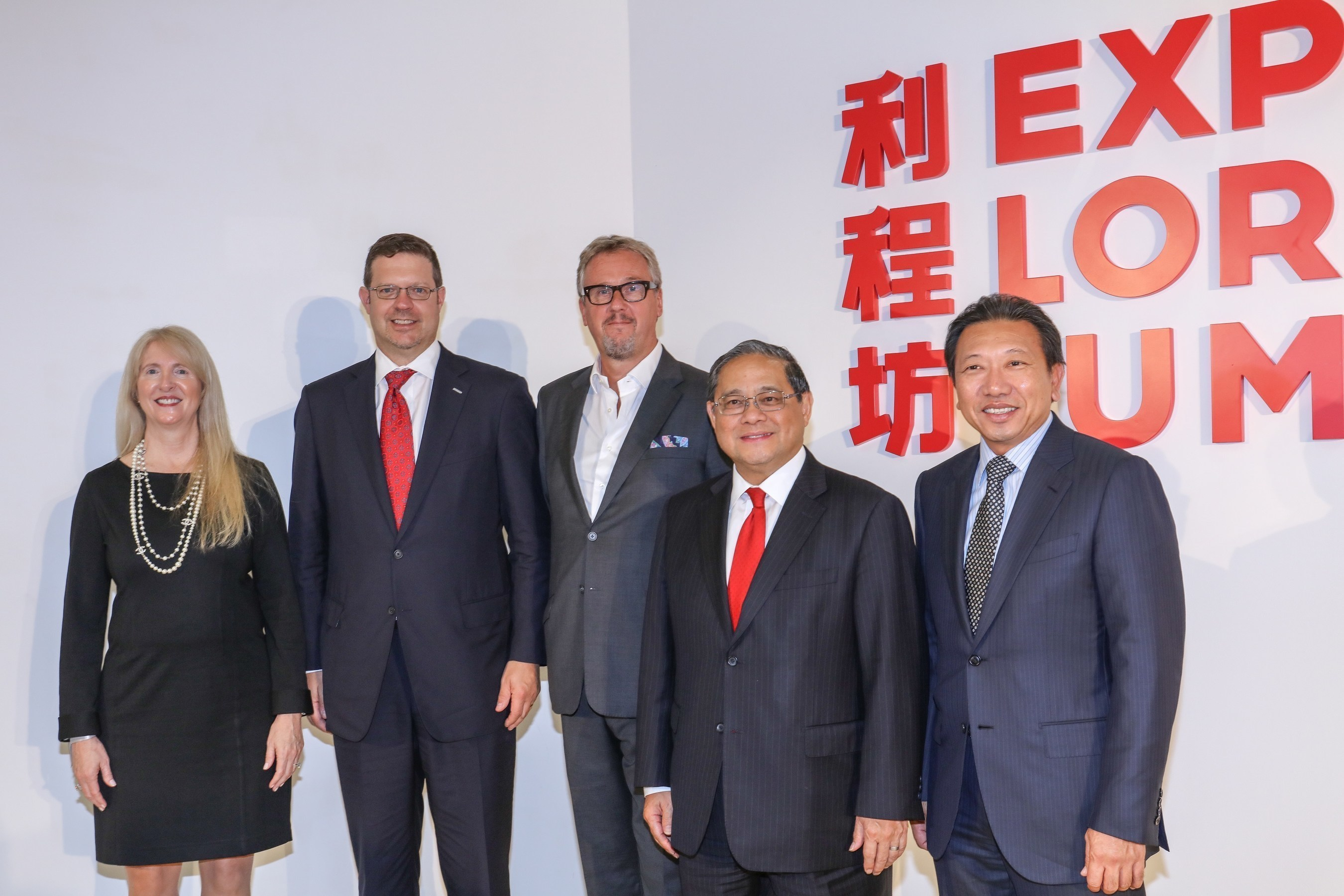 Launching the Explorium, a Fung Group initiative in Shanghai that is exploring the omnichannel future of retail. From left to right: Nancy Thomas, Managing Partner, Consulting Greater China Group (IBM); Stephen Laughlin, Global Retail Industry Leader, IBM; Simeon Piasecki, Director, Explorium; Dr. Victor Fung, Chairman, Fung Group, and Lawrence Chia, Group Chairman, Pico.