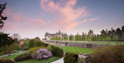 See more than 96,000 tulips and other spring flowers during Biltmore Blooms, March 20 through May 23.  (PRNewsFoto/Biltmore)