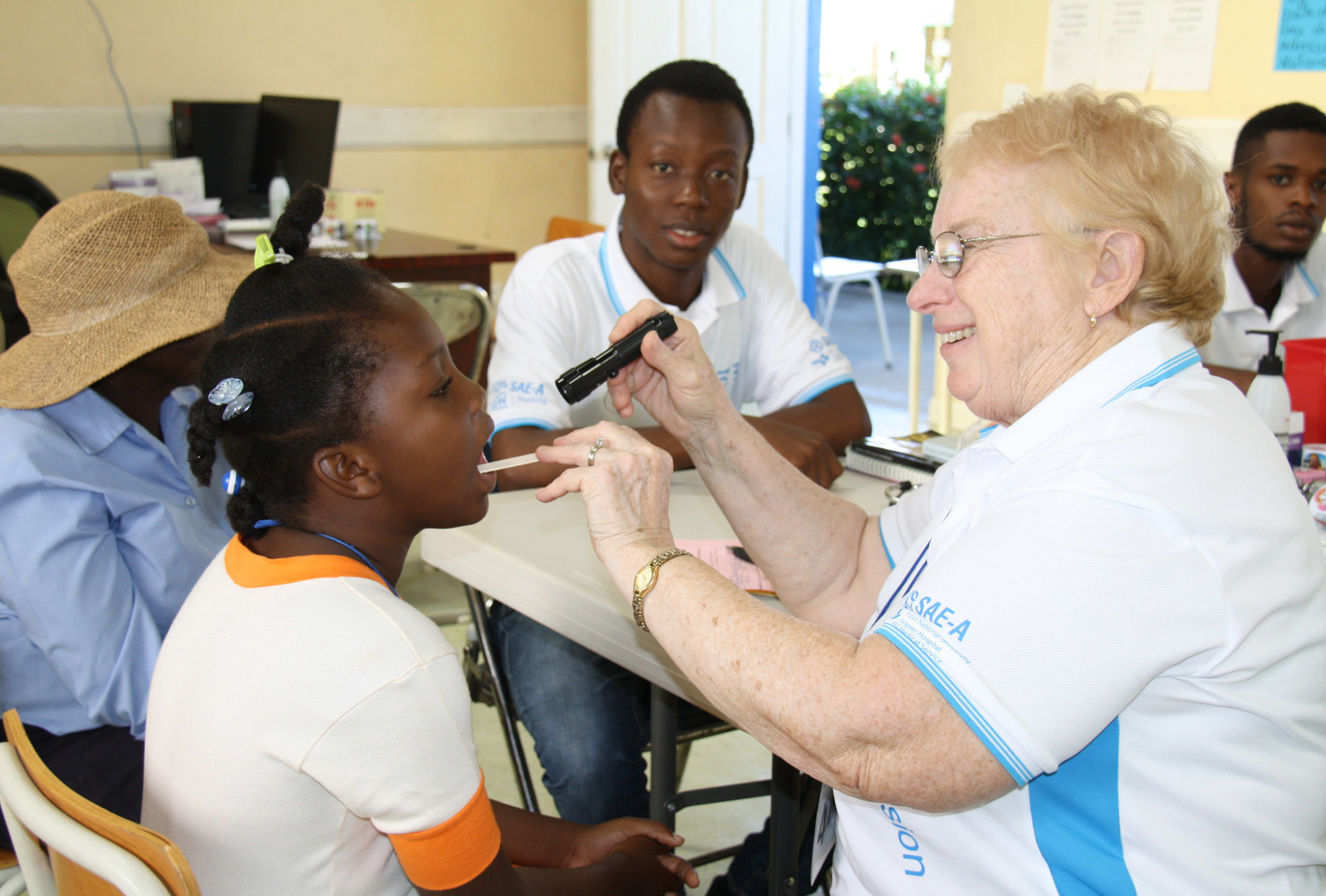 A medical team from the George Washington University School of Nursing, the U.S., is providing medical check-ups during Sae-A Trading's 4th medical mission in Haiti.