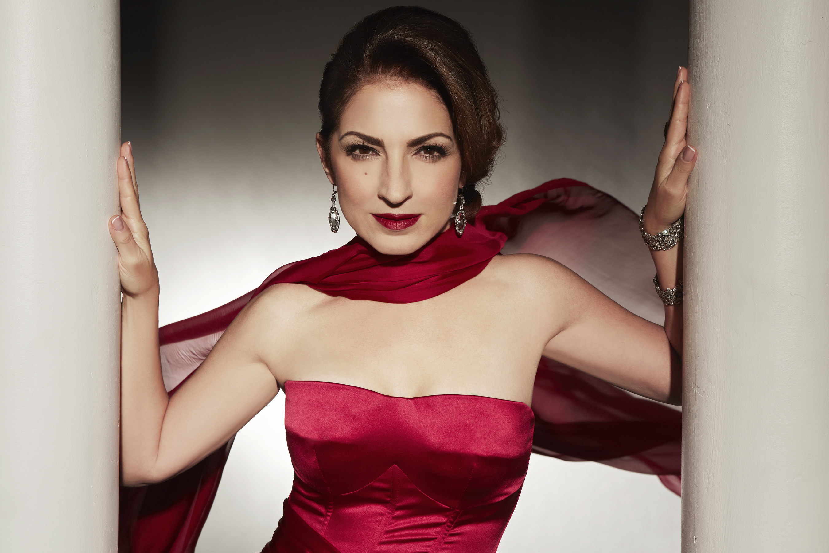 Seven-time Grammy Award-winner and international superstar Gloria Estefanwill perform on PBS' NATIONAL MEMORIAL DAY CONCERT broadcast live from theWest Lawn of the U.S. Capitol on Sunday, May 24, 2015 from 8:00 to 9:30 p.m.ET.