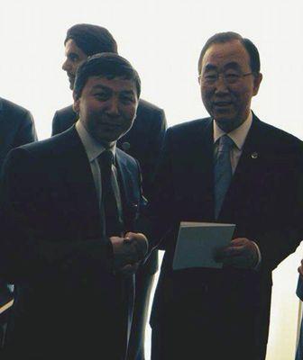 Mr. Karimsakov handed the concept of the World Anti-Crisis Plan toMr. Ban Ki-moon (PRNewsFoto/EECSA)