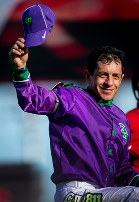 Jockey Victor Espinoza wore the 811 logo for his win at the Kentucky Derby aboard California Chrome. (PRNewsFoto/Common Ground Alliance)