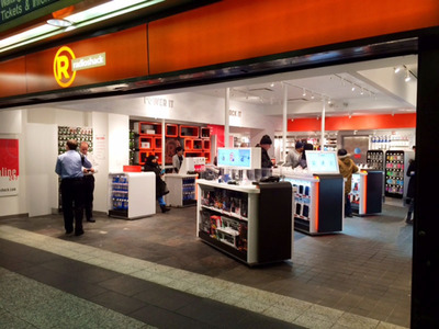 RadioShack opened its newest Manhattan location as a pop-up concept store this week. Located in Penn Station, the limited-time only location features a special mix of top brands, great holiday gifts and top tech for travelers that may have left their chargers at home. (PRNewsFoto/RadioShack Corporation)