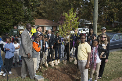 TOTO commences the company's 25th Anniversary Urban Greenways program with the planting of the first tree at Perkerson Elementary School. TOTO chose to plant trees to celebrate its 25th anniversary as they symbolize the company's commitment not only to the environment but also to improving people's lives.