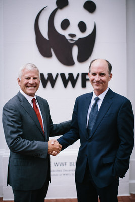 Phil Martens, Novelis President and CEO (left), and Carter Roberts, President and CEO of WWF (right), meet in Washington, D.C. to discuss Novelis' commitment as the first metals company to join the WWF Climate Savers program. (PRNewsFoto/Novelis Inc.)