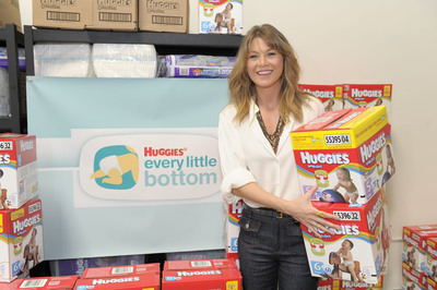 "Grey's Anatomy star and mom of one Ellen Pompeo 'scrubbed in' to help kick off the national diaper drive for Huggies Every Little Bottom at the Babies""R""Us store in Union Square. (PRNewsFoto/Kimberly-Clark)"