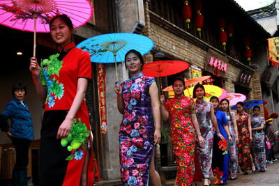 Huangling Village hosted a Chinese qipao fashion show, transforming the ancient street into a runway to showcase the distinctive handmade dresses set off by Huizhou style houses. (Photo: Dunhuang Hu)
