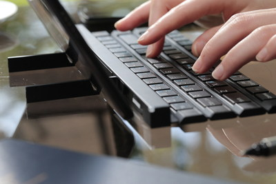 LG DEVELOPS FULL-SIZE KEYBOARD FOR POCKETS